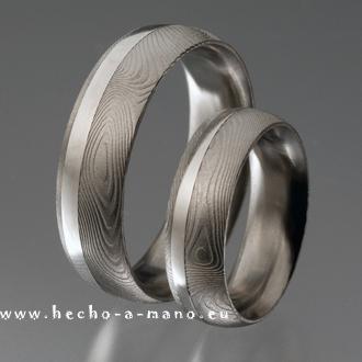 Handgefertigte Damast-Trauringe mit Silber-Inlay